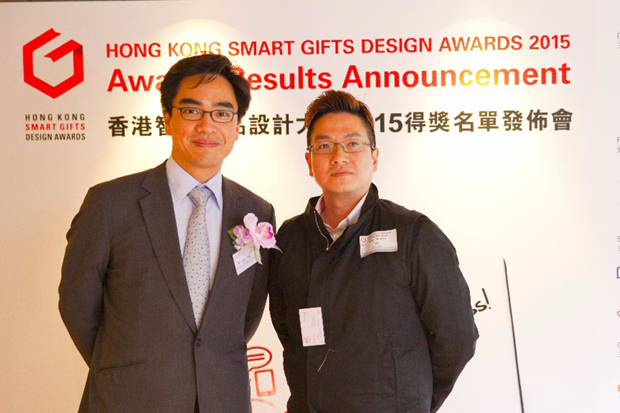 Mr. Fai Leung, IDSHK Council Member (Right) and Mr. Ivan Ting, HKEA Chairman (Left)